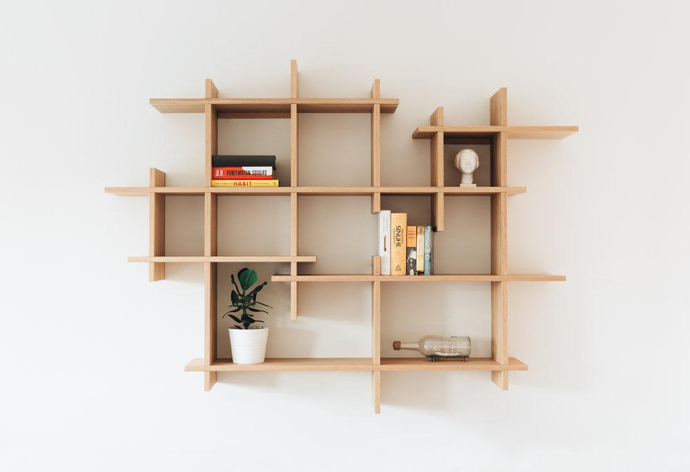 Woode_kirjahylly.jpg
