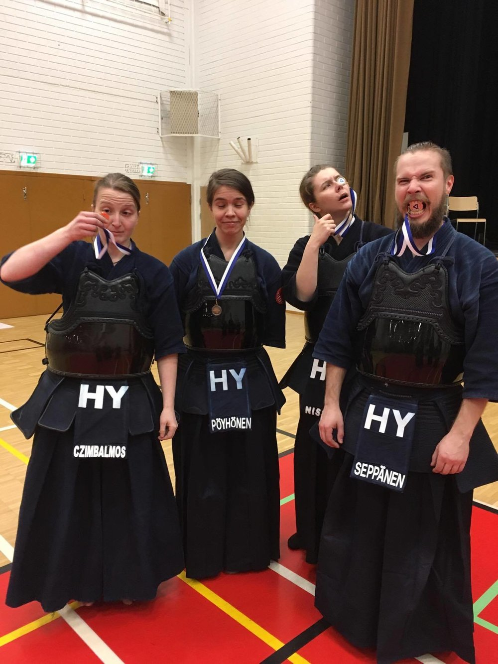 The saturday medalists taking their achievements very seriously. (From left to right: Merci, Saara, Jenni and Otto)