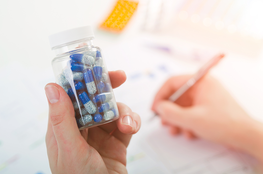doctor_prescribes_patient_premed.jpg