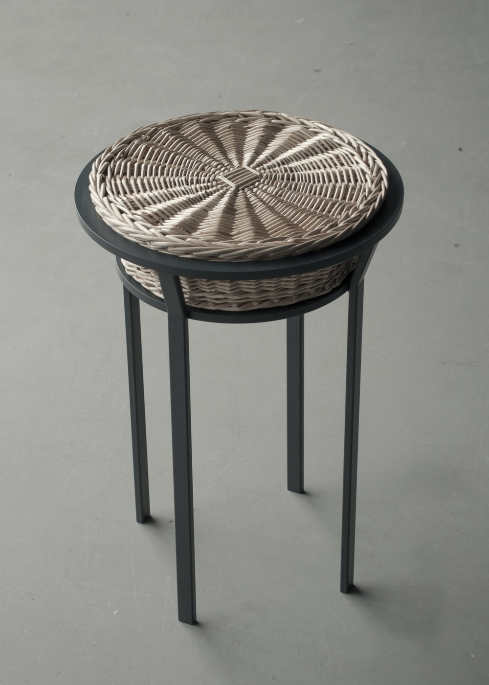 R350 - Woven Stool