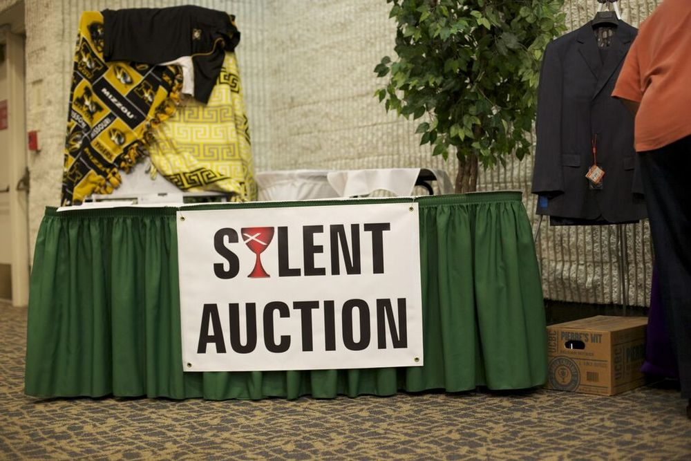silent auction table.jpg