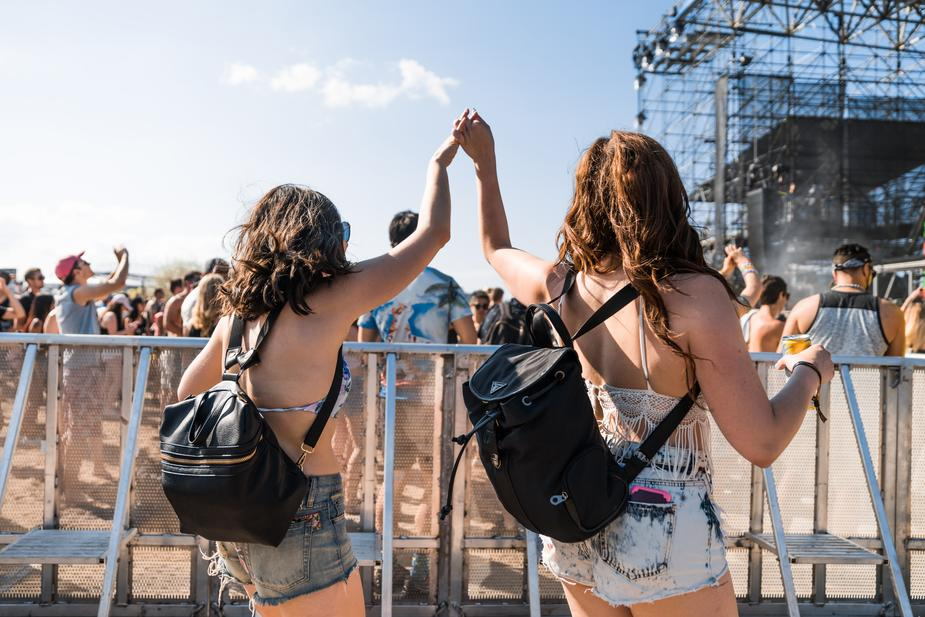 concert-goers-hold-hands_925x.jpg