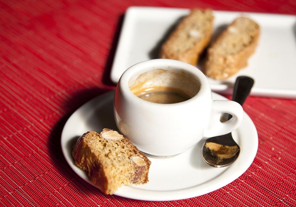 IlTriangolo_Espresso_Biscotti-Alt2.jpg