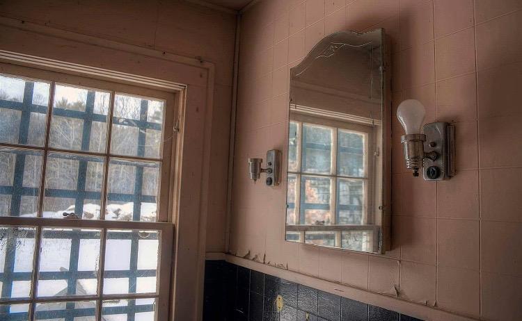 DH Bathroom before.JPG