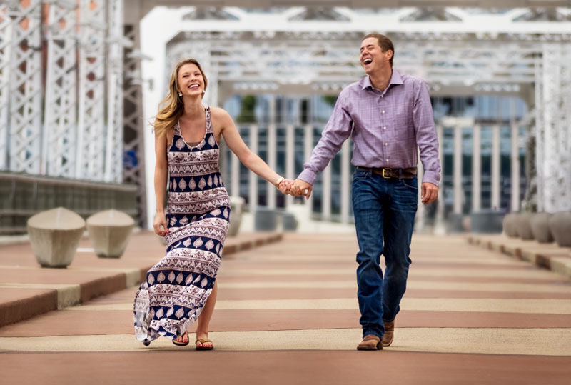 Nashville-engagemet-photography-pedestrian-bridge