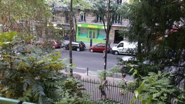 La librairie est située prés du Métro Gambetta ligne 3