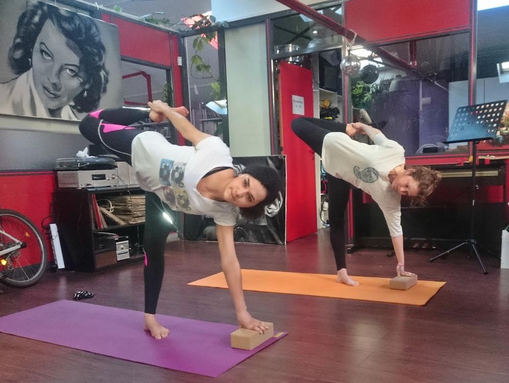 donner-cour-yoga-dans-les-entreprise.jpg