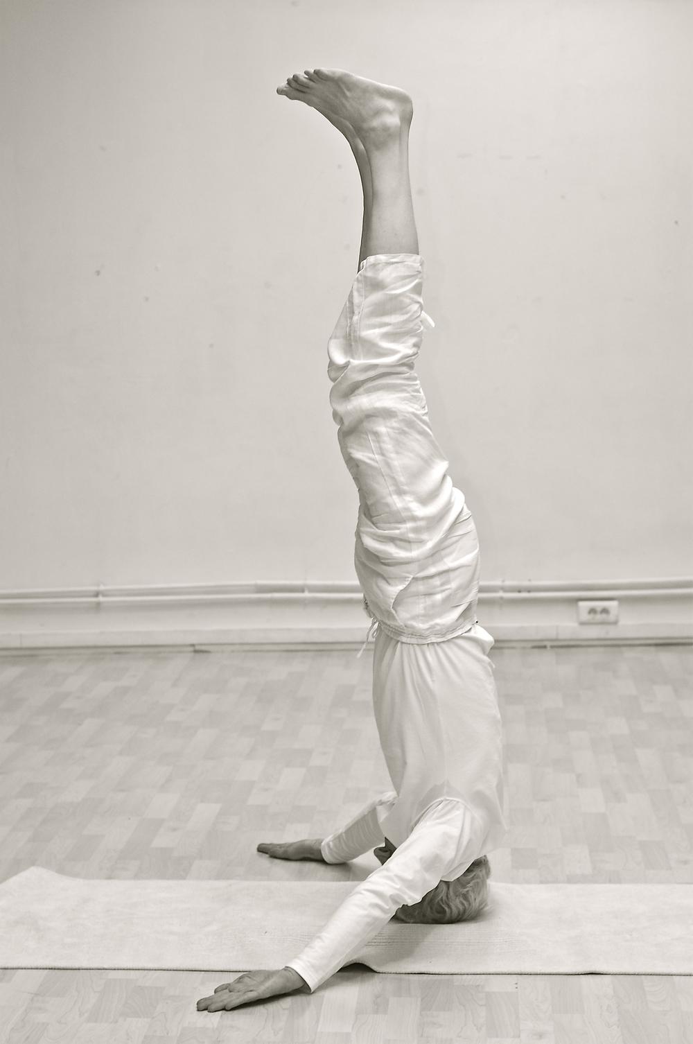 koos-zondervan-sirsasana-yoga-jean-klein.jpg