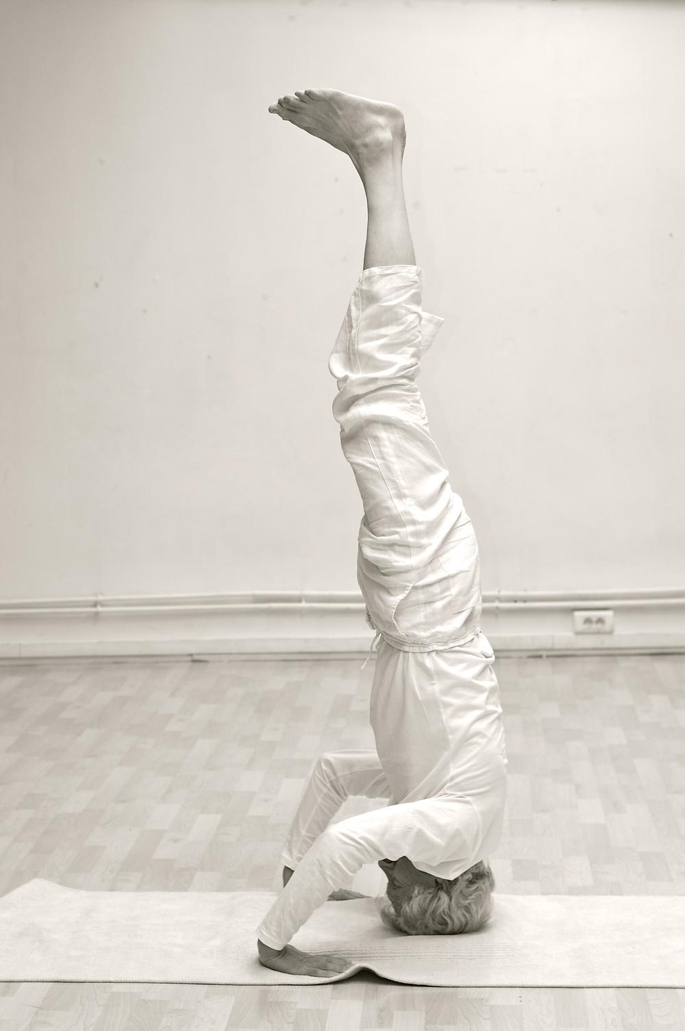 koos-zondervan-sirsasana-yoga-variante.jpg