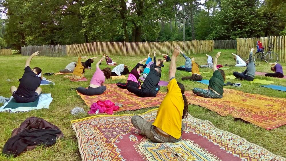 cours-essai-hatha-yoga-paris-ete-parc.jpg