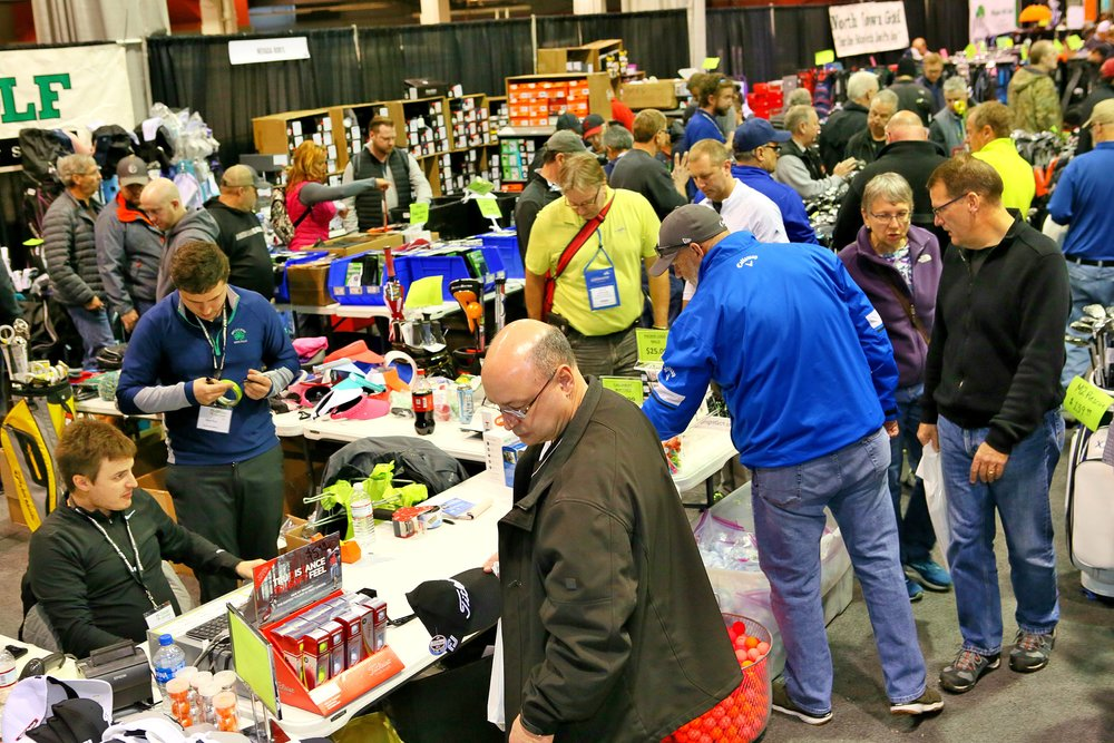 Attendees finding great deals at the 2018 Chicago Golf Show®