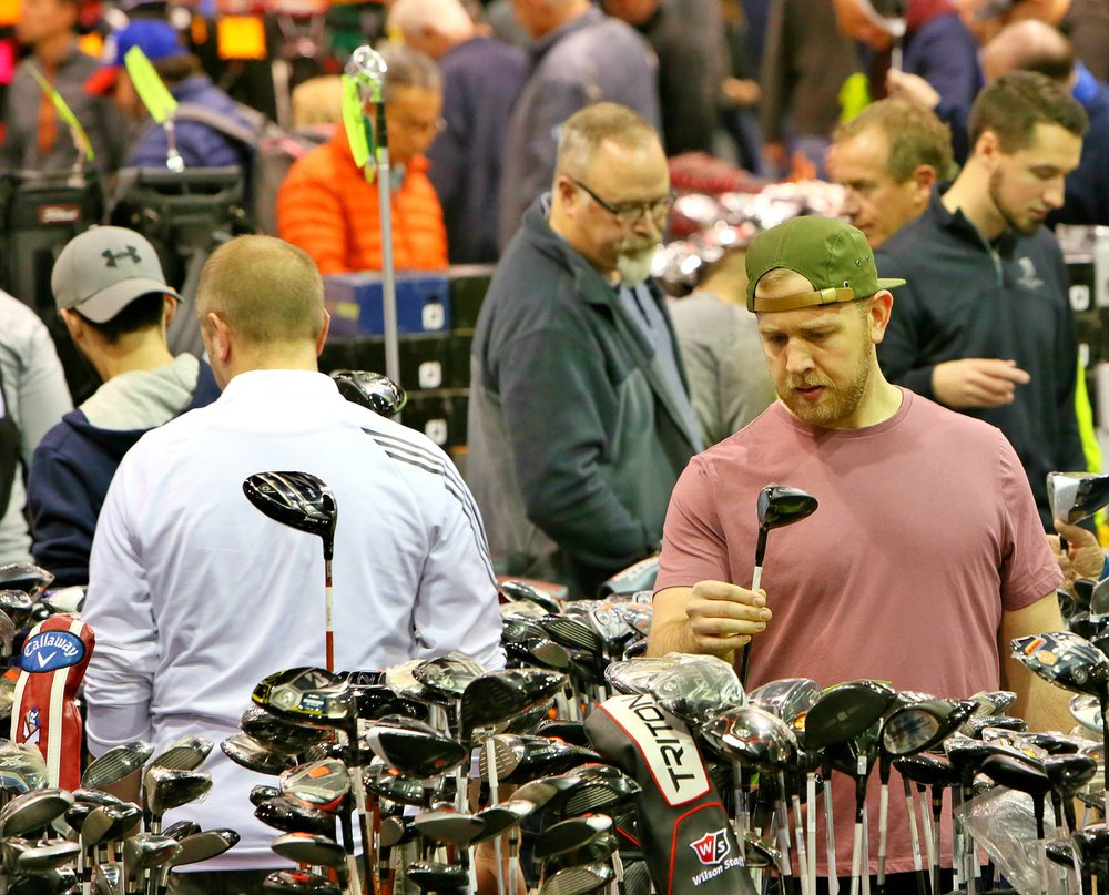 Attendees at the Chicago Golf Show® find the deals to tee off the season!