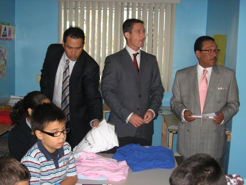 11/20/2009 - LA Councilman, Herb Wesson Visits Newest Los Angeles ...