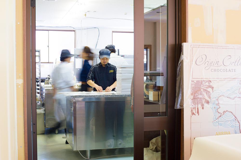 6月1日(月)、洋菓子マウンテンは、仮店舗にて店頭販売を再開いたします。
