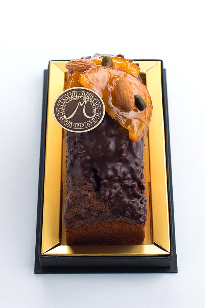 ケークオランジュ オレンジのパウンドケーキ アーモンドとチョコレートをたっぷりかけて仕上げました。
