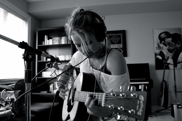 women black and white guitars emily osment_wallpaperswa.com_70.jpg
