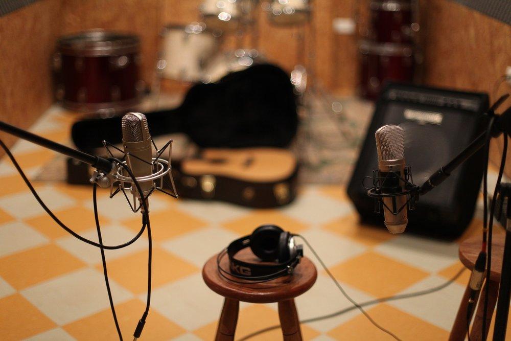 microphone-1003559_1920.jpg