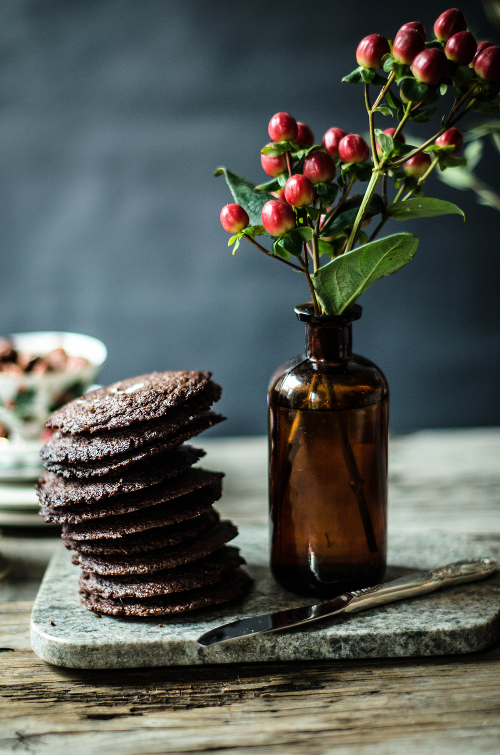 ROSE & IVY JOURNAL DARK CHOCOLATE SANDWICH COOKIES WITH CHOCOLATE HAZELNUT SPREAD