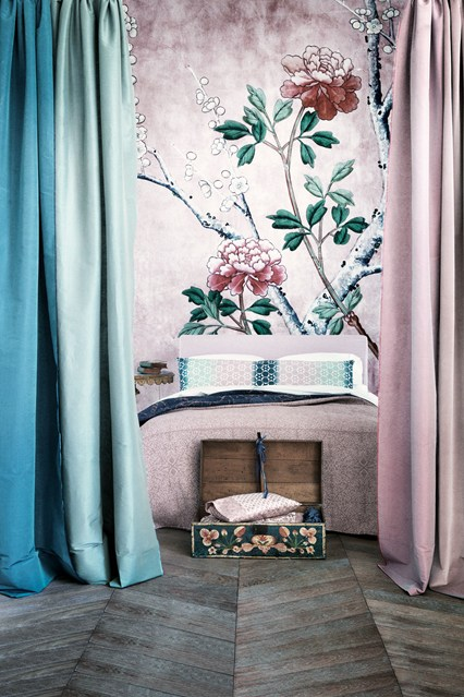 My love for beautiful wallpaper never fades. Lately I have been interested in murals, hand-printed or in the form of wallpaper.