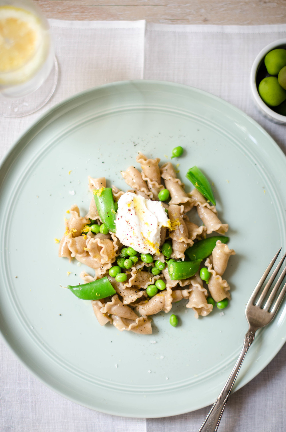ROSE & IVY JOURNAL LEMONY PASTA WITH SNAP PEAS & RICOTTA