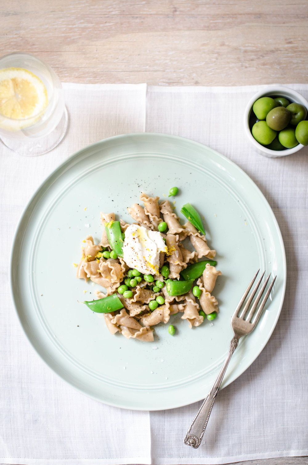 ROSE & IVY JOURNAL LEMONY PASTA WITH SNAP PEAS & FRESH RICOTTA