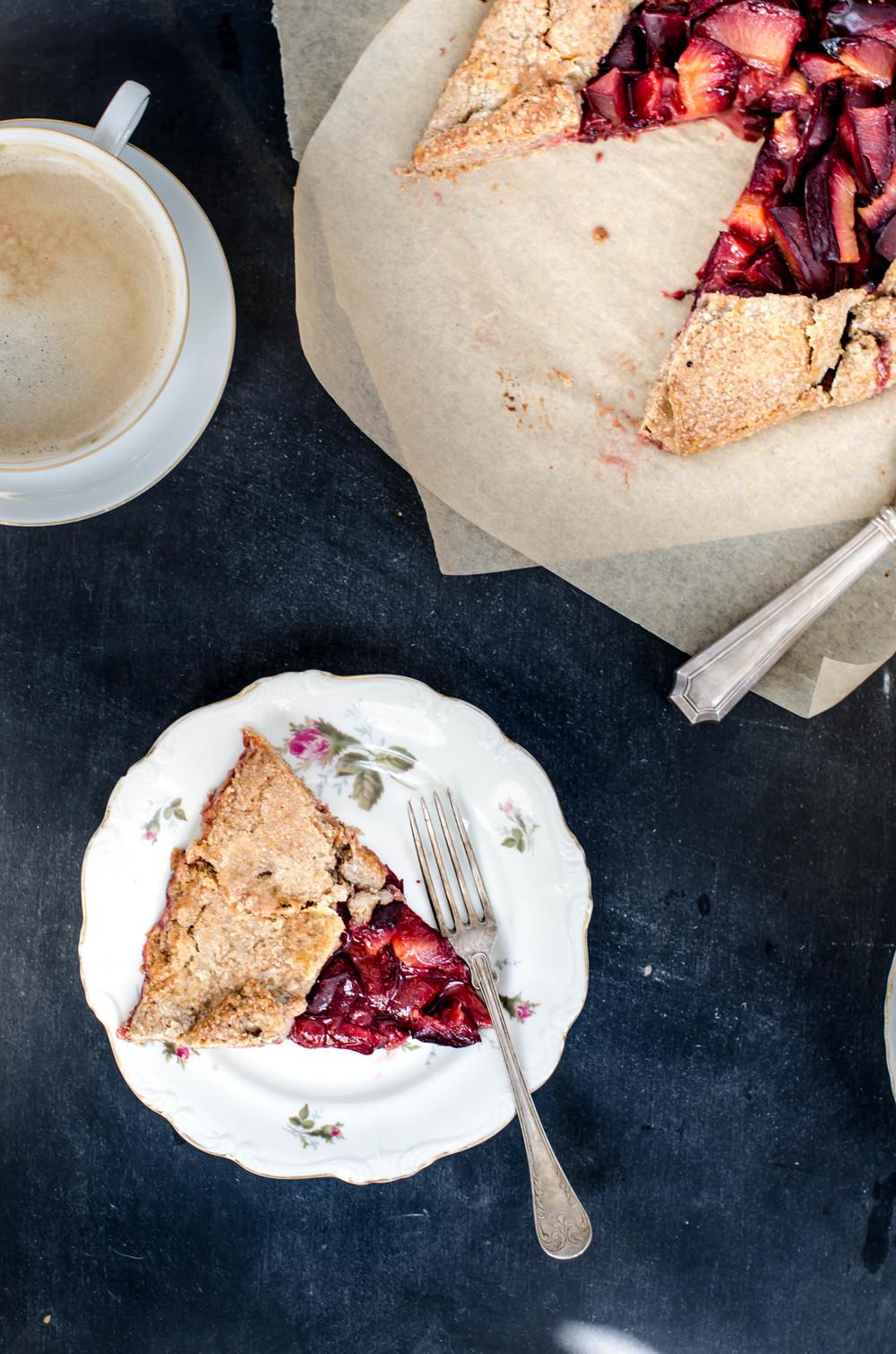 ROSE & IVY Journal Plum Crostada with Cinnamon Rye Crust