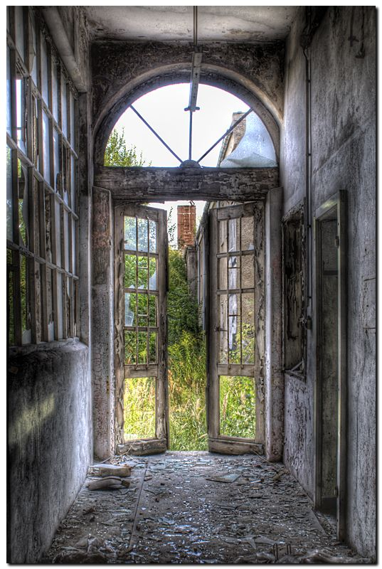 ROSE & IVY Journal Beautifully Abandoned places