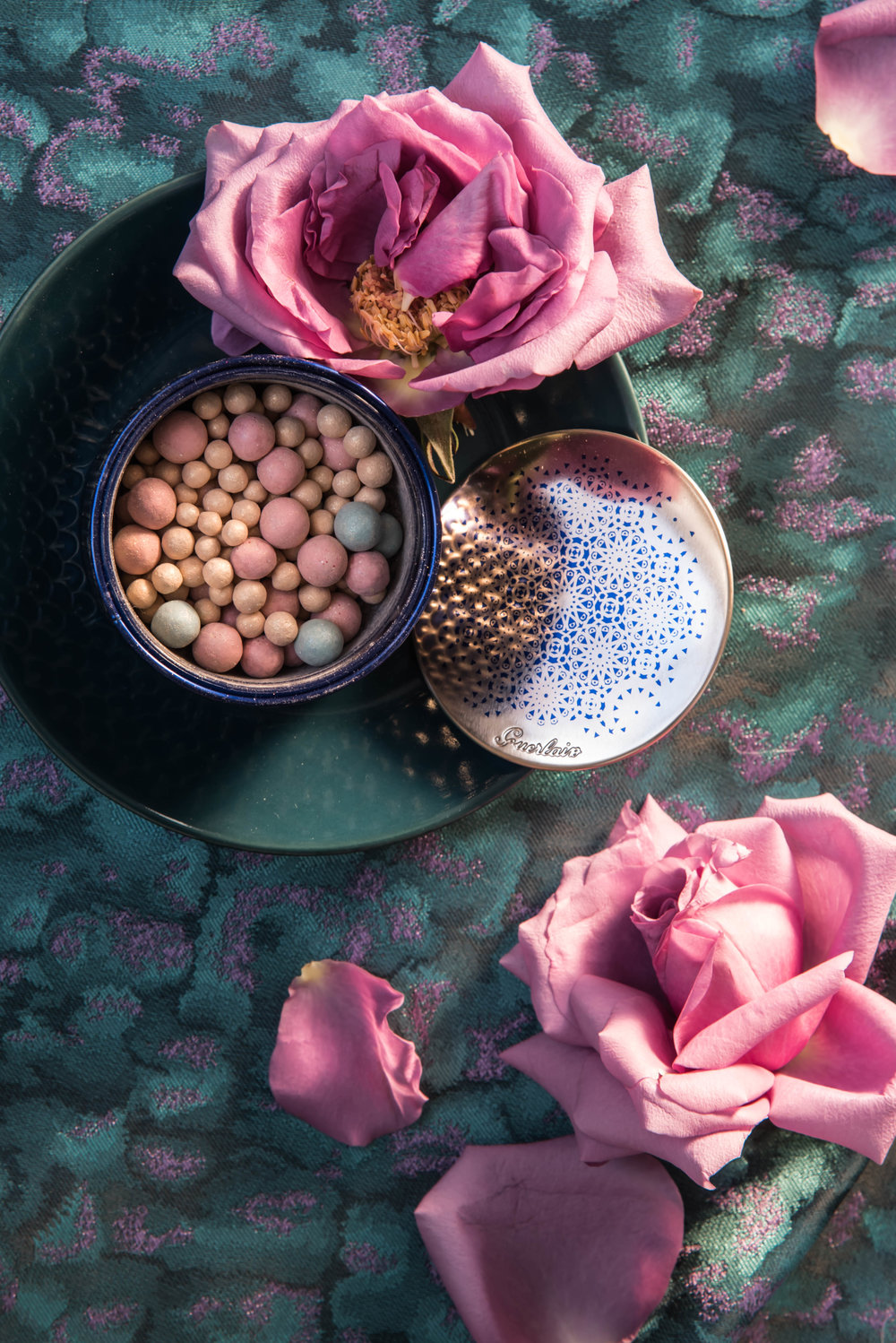 ROSE & IVY Journal Gift Guide The Mood Dark Florals Guerlain Meterites Illuminating Powder Pearls