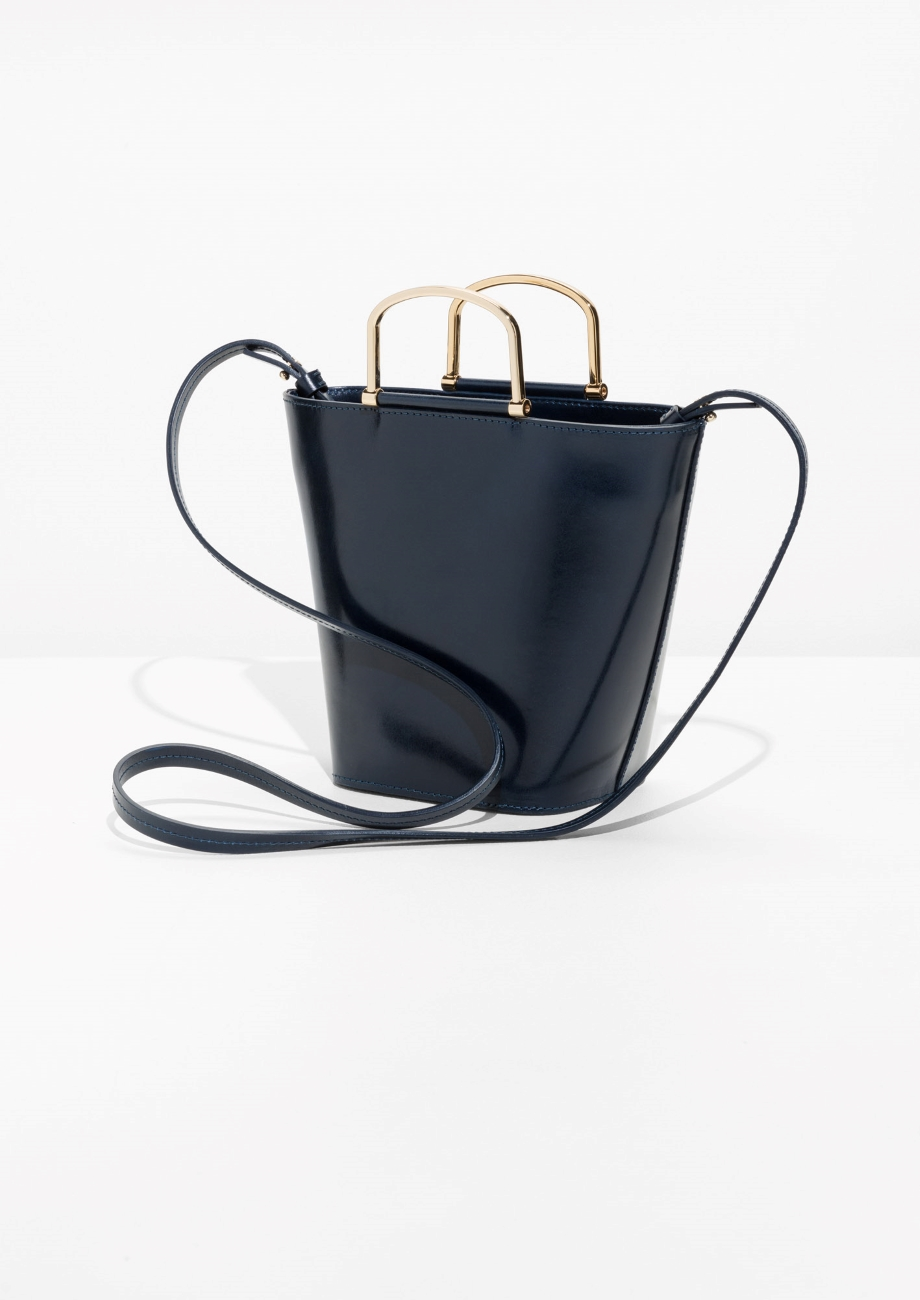 ROSE & IVY Journal Currently Loving | & Other Stories Navy Bucket Bag