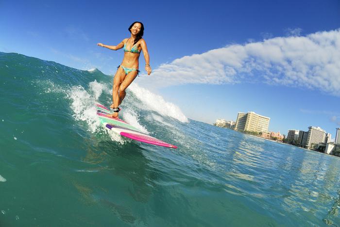 Stay near the beach - ワイキキビーチ近くのホテルにステイ。もちろんビーチもハワイの醍醐味。立地も良くちょっとした買い物にも便利なホテルに滞在します。サーフレッスンなどの楽しいオプションも盛りだくさん!