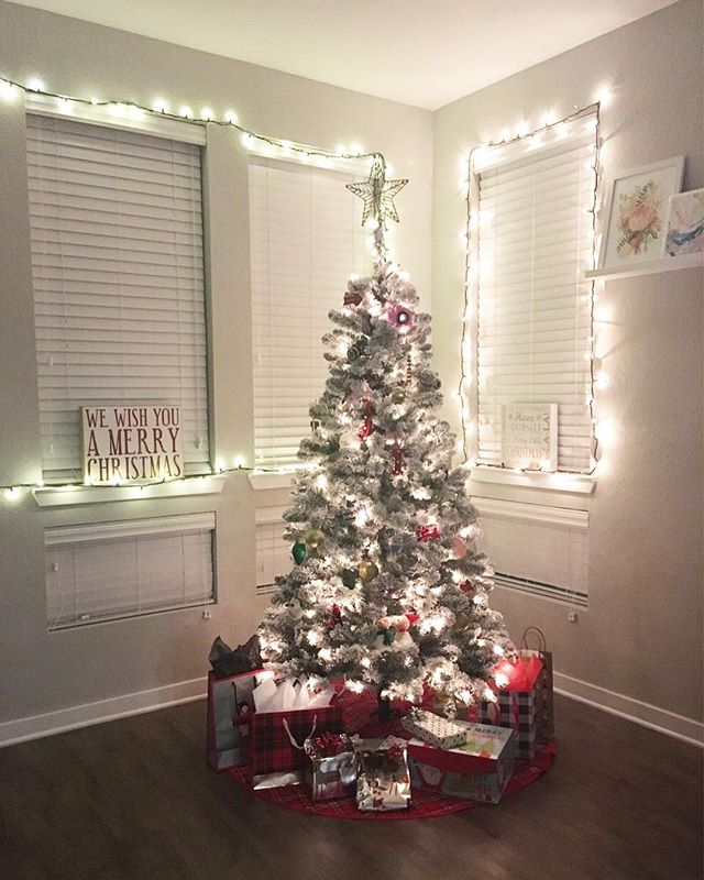 Happy Tuesday everyone! I love this time of year! The decorations make me so so happy! 🎄 our tree is my absolute favorite! . . I'm sharing a super cute sophisticated party look tomorrow on the blog! Make sure to check out the blog tomorrow! 🥂 . . What's your favorite part of the holiday season? . . . .  #orlandoblogger #floridablogger #bloggerlife #bloggersofinstagram #orlandolifestyleblogger #orlandolifestyle #lifestyleblogger #lifestylewithlaramie #blogger #styleblogger #fashionblogger #orlandostyleblogger #lakenonablogger #personalstyle #sarasotablogger #instastyle #holidayseason #holiday #sarasotalifestyleblogger #christmastree #sarasotastyleblogger #christmastreedecorating #michaels #christmasdecor #decorations #homedecor #holidayhomedecor #ohchristmastree #december #jinglealltheway @preview.app