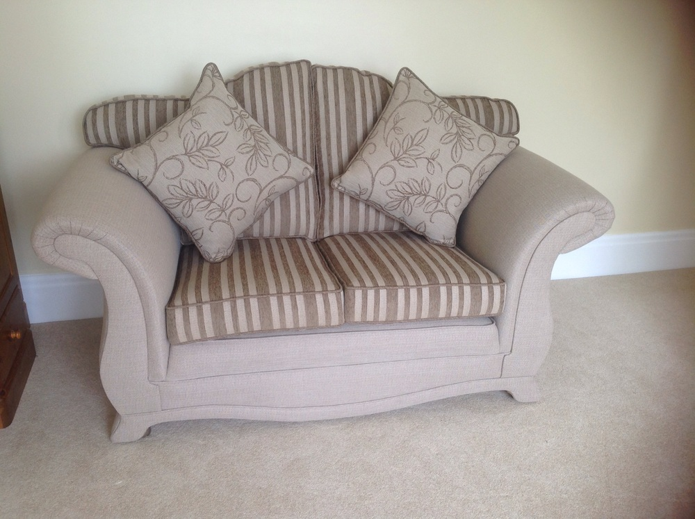 Pictured a large & small 3 seater settee, in co-ordinating fabrics.