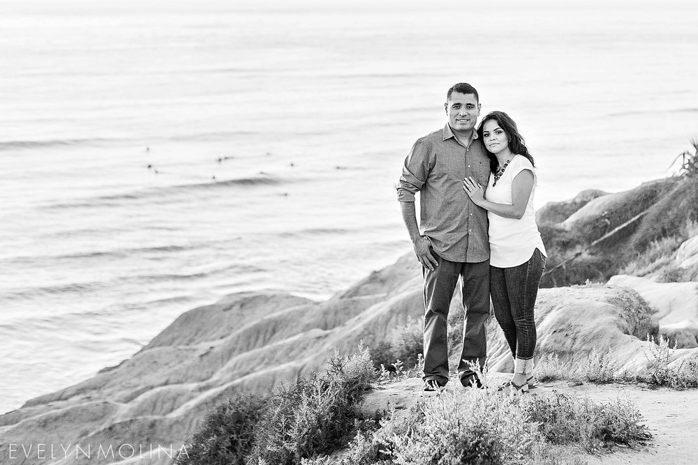 Sunset Cliffs Engagement - Berenice and David_012.jpg