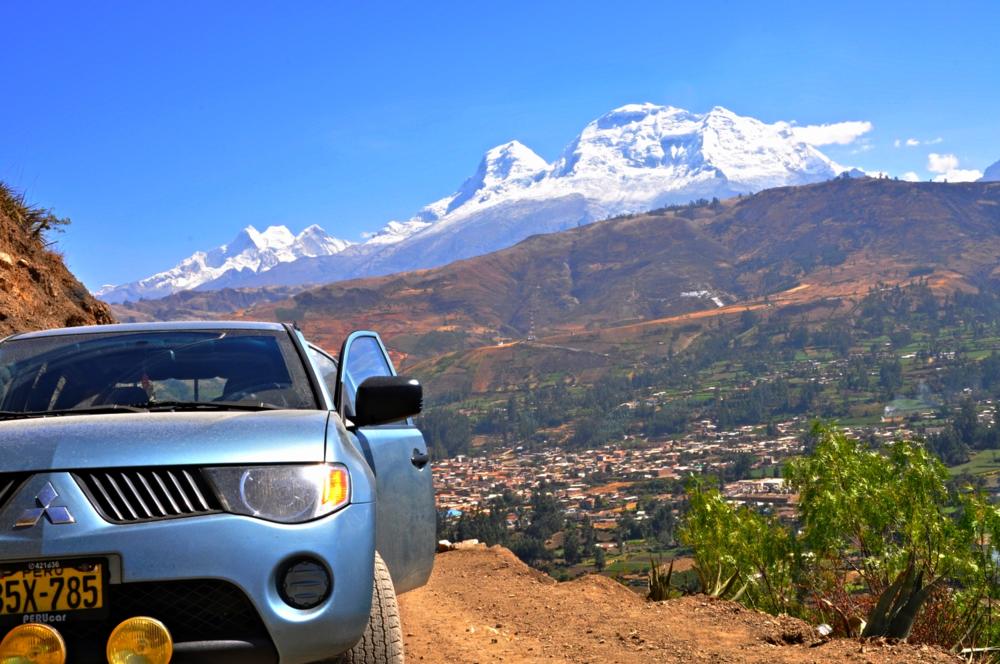 Cordillera Blanca,  Nevados Huascarán Sur, Norte, Huandoy  vista desde la Cordillera Negra.
