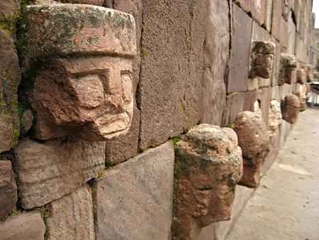 """Archaeological rest: Chavín de Huántar """"Cabezas Clavas""""."""