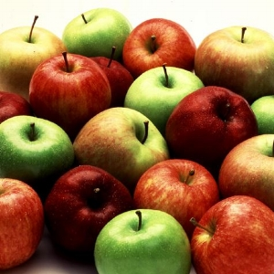 Click on apples to sign-up to send in a bag!
