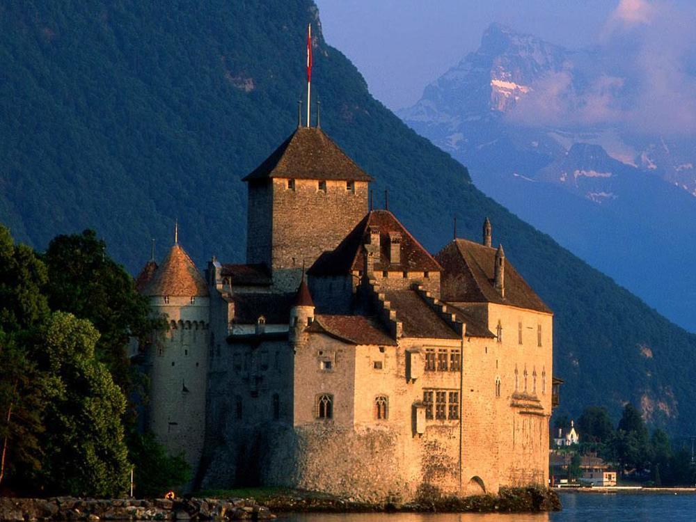 "O belíssimo Château de Chillon, em Montreux, que serviu de inspiração para ""The Prisoner of Chillon"", de Lord Byron."