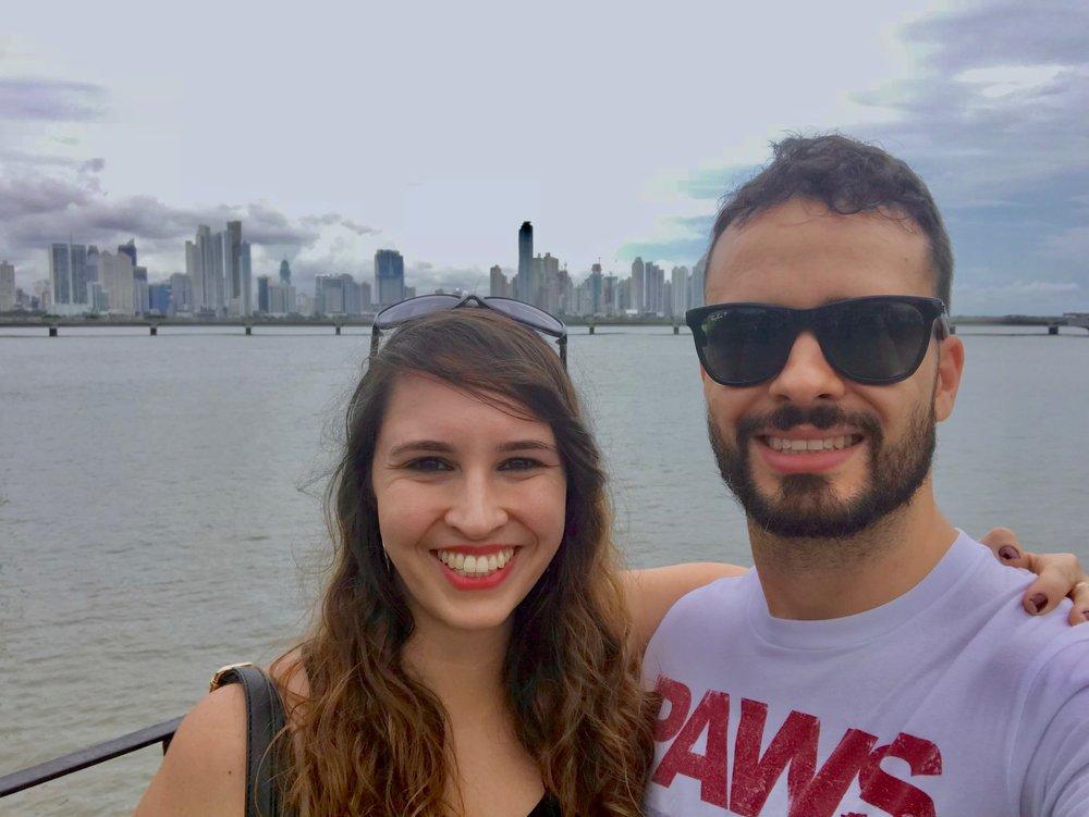 Thata e o irmão Fê Finotto no Panamá