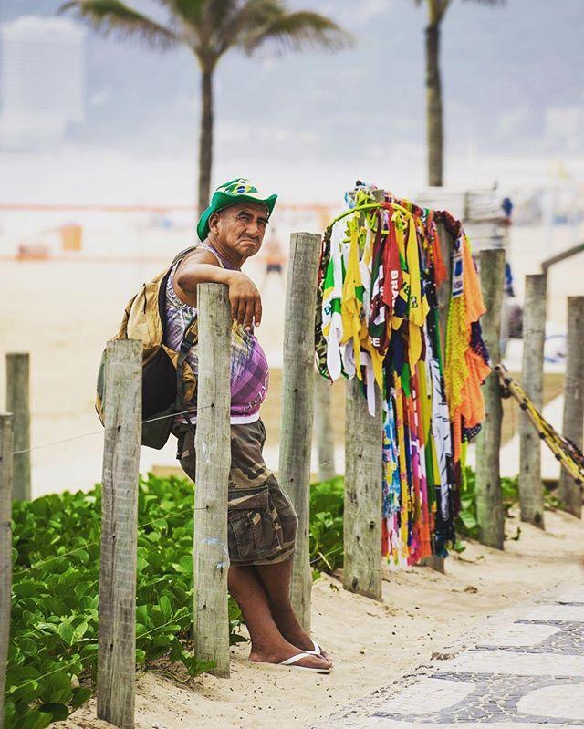 #worklife #streetvendor #rio2016 #rio #brazil #brasil #ipanema #ipanemabeach #copacabana #copacabanabeach #igersrio #poorpeople #olympics #olympics2016 #Brazilian #canga
