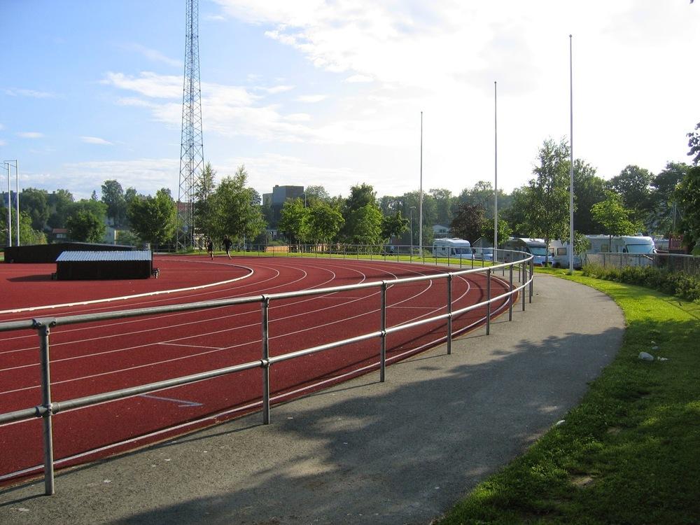 Dobbelt rør rekkverk Trondheim stadion (1).jpg