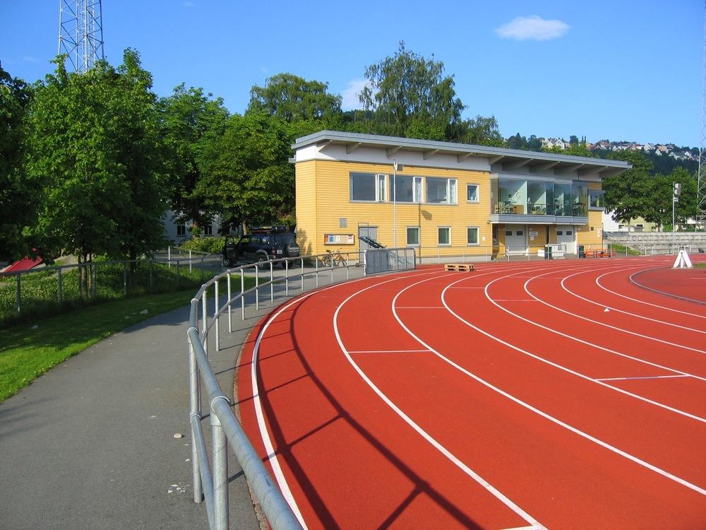 Dobbelt rør rekkverk Trondheim stadion (3).jpg