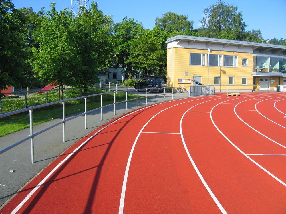 Dobbelt rør rekkverk Trondheim stadion (6).jpg