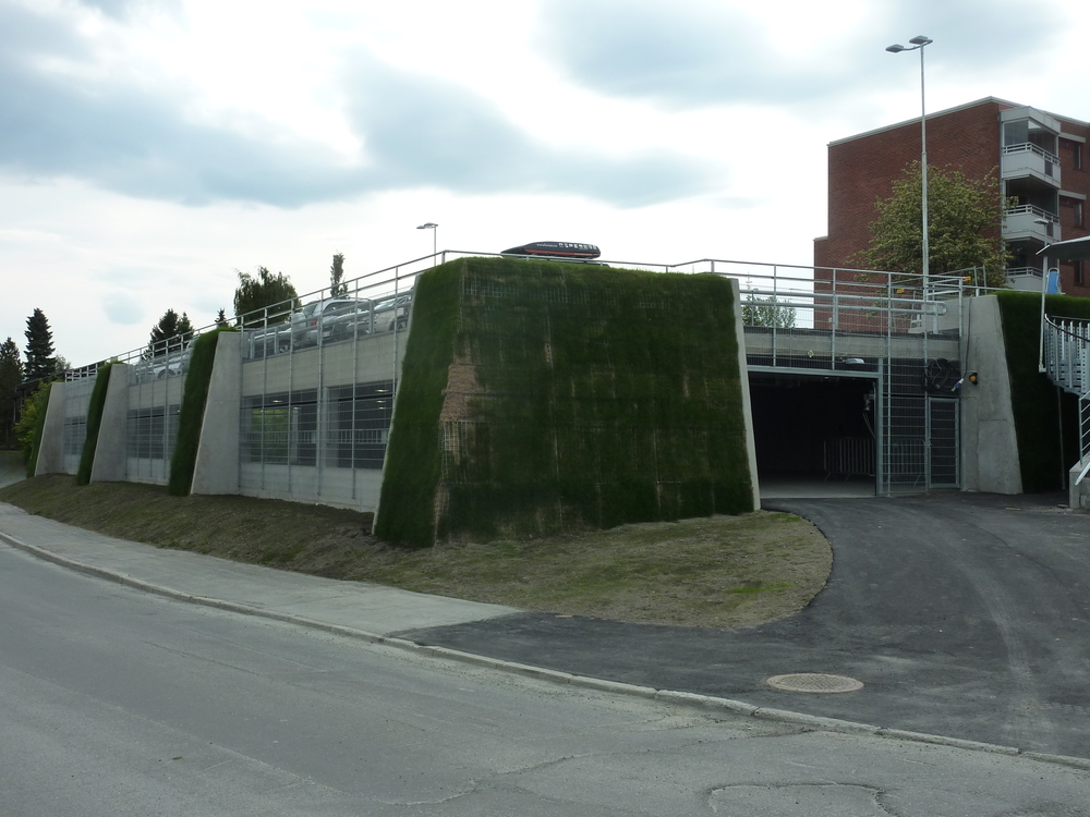 Fasade og rekkverk Brundalen parkering (1).JPG