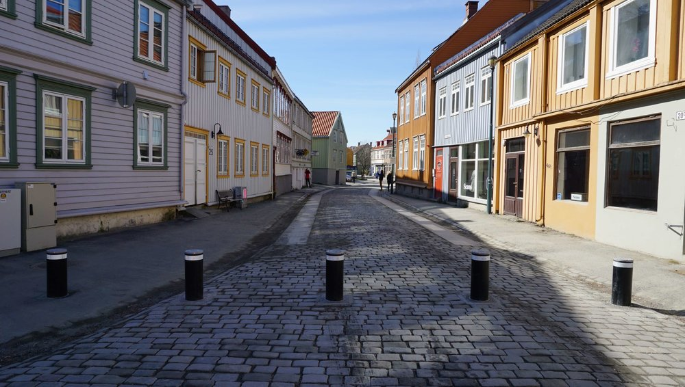 Pullerter og kjøretøy sperrer i Trondheim