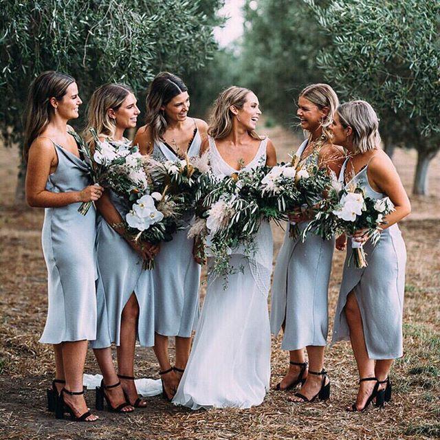 Something blue 🙌🏽💙 RG   @ivorytribe  #weddinginspo #bridalwear #realweddings #countrywedding #bridalpartygoals #bride #bridesmaids #blooms #wedding #outdoorwedding