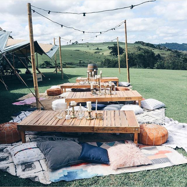Drinks with a view🌿🍸💞 love this #wedfest inspo by @harperarrow . . . . #weddinginspo #outdoorwedding #celebrations #countrywedding #wedding #boho #bohemianwedding #eventstyling #eventhire #caravanbar #mobilebar #drinks #beverages #tablescape #teepeeparty