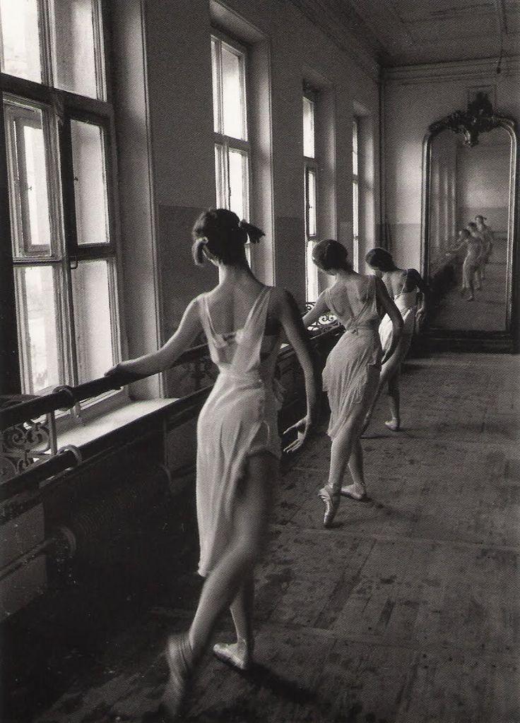 Cornell Capa, Bolshoi Ballet school, Moscow, 1958