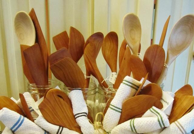 A 33 - Beaver Pond Spoonworks            Robert Quarles Handmade turned, sanded and carver wooden spoons