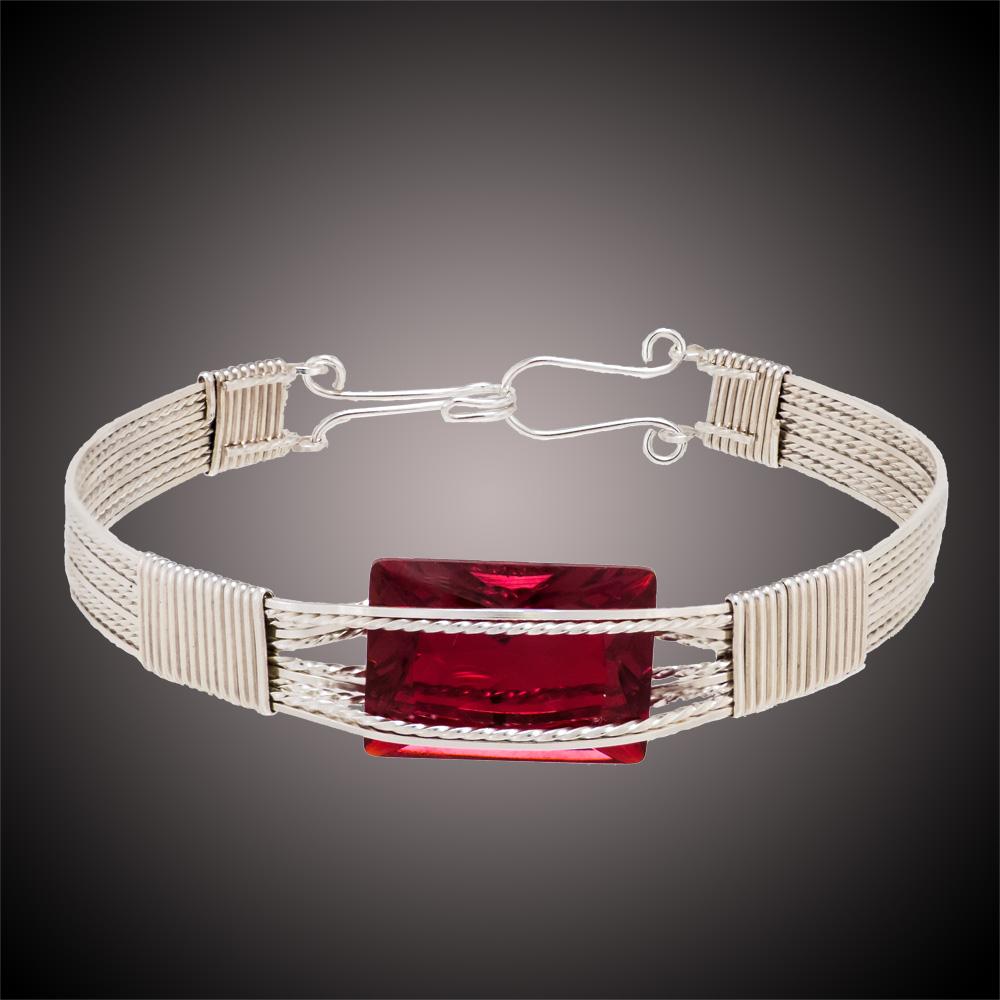 B 50 - Bunie's Jewelry Creations            Bunie Deyo Precious metal wire jewelry incorporating semi-precious gemstones and glass.