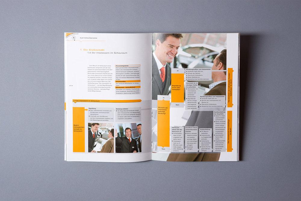 Broschüre mit detaillierten Informationen zu den Verkaufsprozessen der AUDI AG